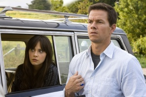 mark_wahlberg__zooey_deschanel_the_happening_movie_image1