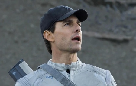 2013-oblivion-movie-tom-cruise-wallpaper